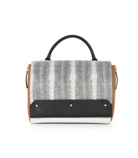 15 Graphic Bags to Carry Now