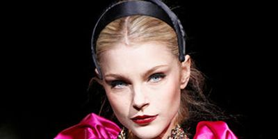 model at dolce and gabbana show