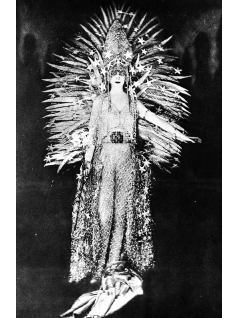 Whoa, right? The Marchesa Luisa Casati, who famously said she wanted to be a living work of art, rocked this diamond-net costume by Worth at what must have been one epic fancy-dress party.