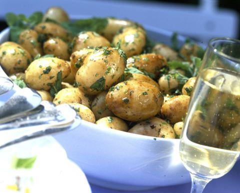 Serveware, Food, Root vegetable, Dishware, Produce, Ingredient, Tableware, Fluid, Glass, Drinkware,