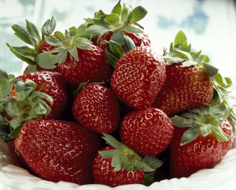 Food, Natural foods, Fruit, Red, White, Produce, Strawberry, Sweetness, Accessory fruit, Strawberries,