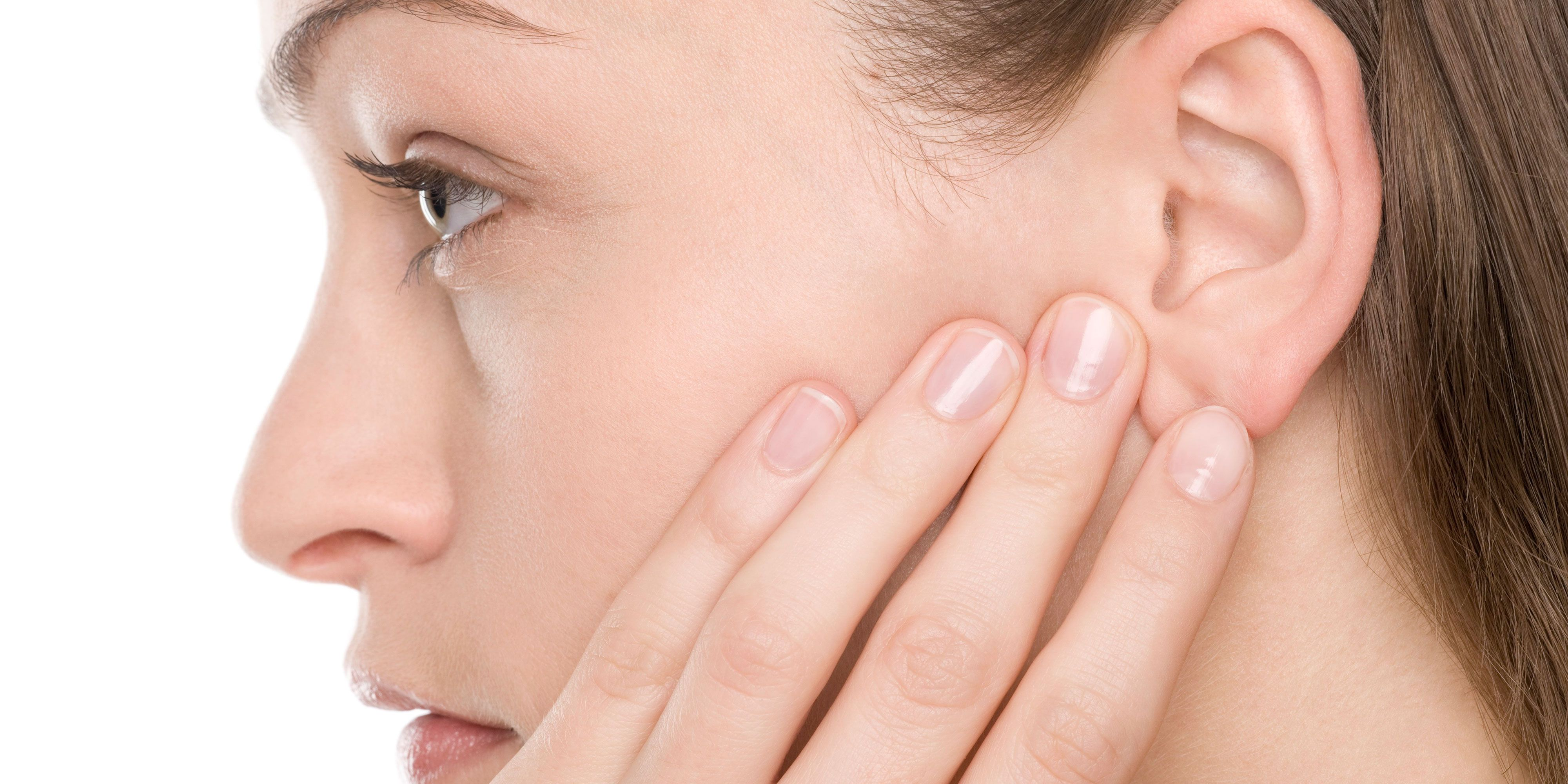 If the throat hurts the ear, how to treat such pains