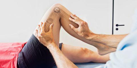 Human leg, Comfort, Elbow, Joint, Wrist, Tan, Barefoot, Knee, Toe, Beige,