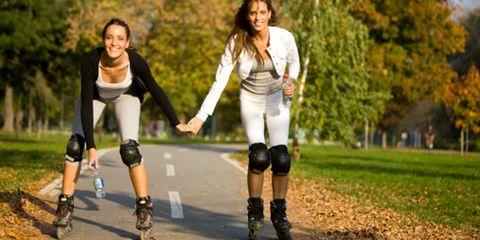 Footwear, Roller skates, Human leg, Roller sport, Joint, Roller skating, Shorts, Knee, Thigh, Skating,