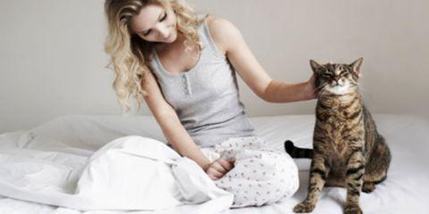 Human, Comfort, Skin, Human body, Sitting, Vertebrate, Carnivore, Felidae, Small to medium-sized cats, Cat,