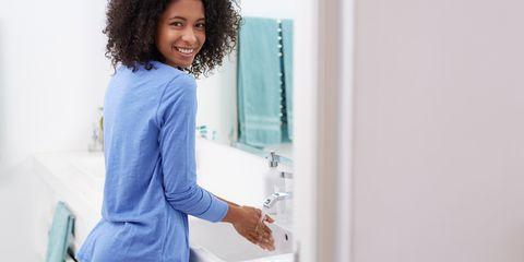 Shoulder, Jheri curl, Plumbing fixture, Ringlet, Tap, Sink, Plumbing, Long hair, Countertop, Brown hair,