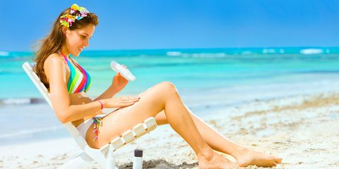 Leg, Human leg, Skin, People on beach, Leisure, Sitting, Summer, People in nature, Beach, Toe,