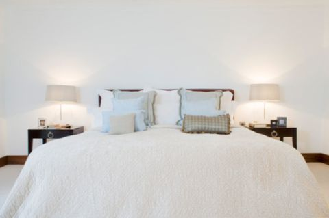 Bed, Lighting, Room, Interior design, Bedding, Property, Bedroom, Textile, Wall, Bed sheet,