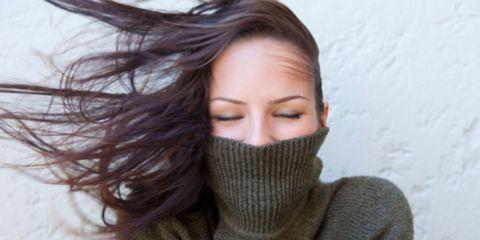 Hairstyle, Eyebrow, Eyelash, Beauty, Photography, Wool, Brown hair, Wrap, Woolen, Sweater,