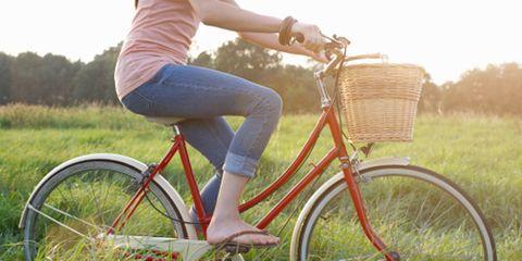 Bicycle tire, Wheel, Tire, Bicycle wheel rim, Bicycle wheel, Bicycle, Bicycle frame, Bicycle handlebar, Bicycle fork, Land vehicle,