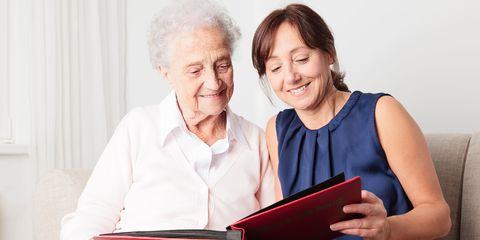 7 simple ways to help someone with dementia