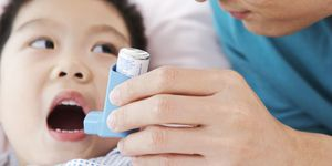 A child with an asthma inhaler