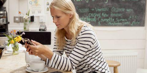 Serveware, Coffee cup, Dishware, Drinkware, Cup, Tableware, Saucer, Porcelain, Teacup, Sweater,