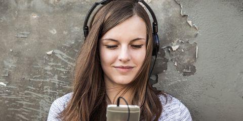 Audio equipment, Cup, Electronic device, Tableware, Mug, Drinkware, Audio accessory, Gadget, Coffee cup, Hearing,