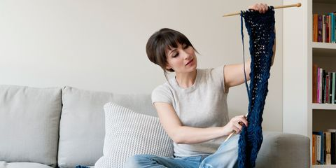 Denim, Comfort, Shoulder, Textile, Elbow, Joint, Jeans, Sitting, Bangs, Knee,