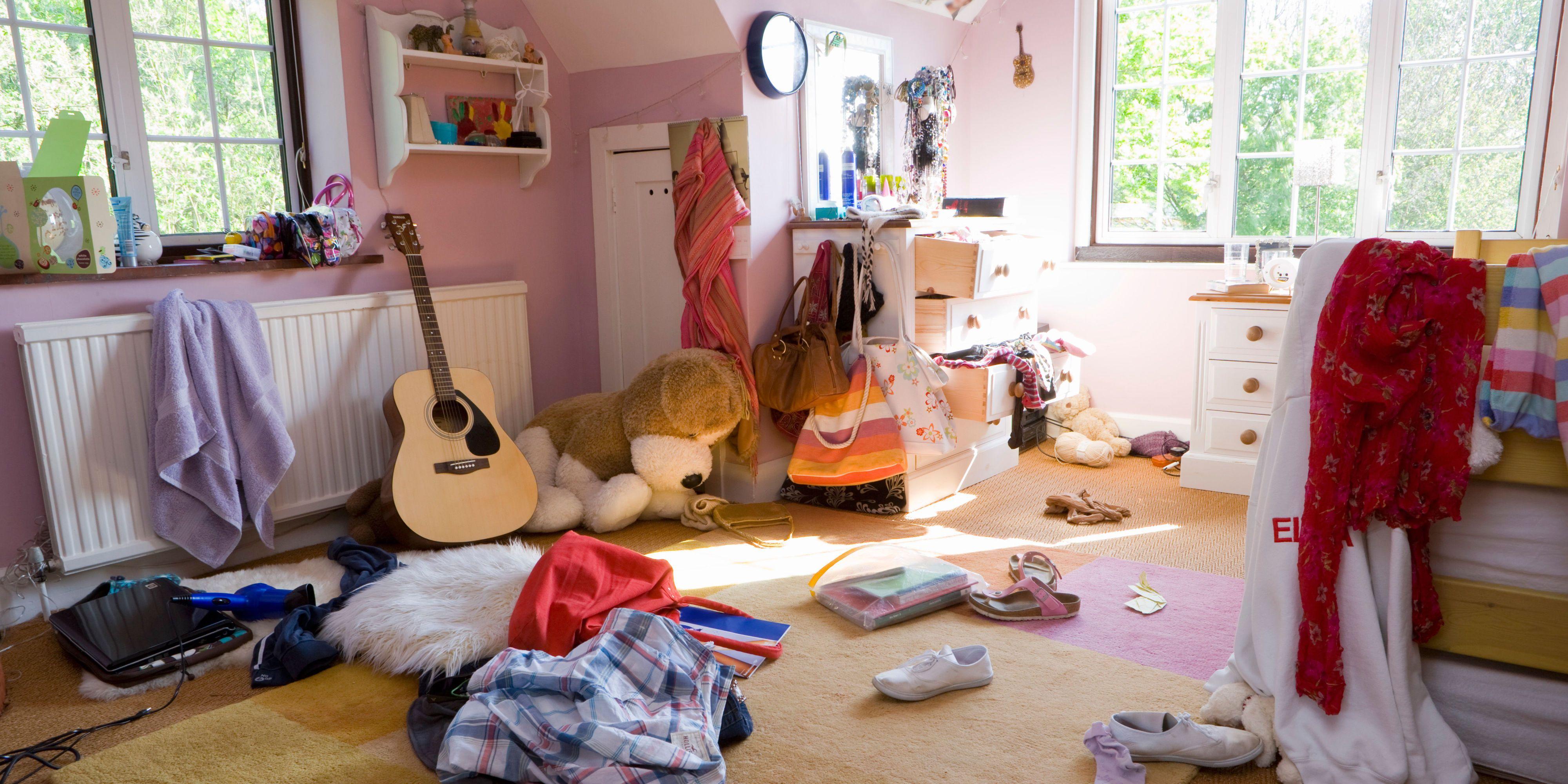 Messy Teenage Girlu0027s Bedroom