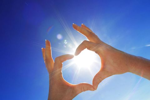 Sky, Finger, Daytime, Hand, Light, Gesture, Thumb, Cloud, Sunlight, Nail,
