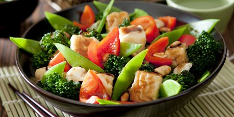 Broccoli, pepper, mangetout and tofu stir-fry