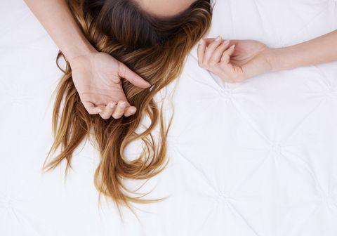 Human, Finger, Hairstyle, Skin, Shoulder, Wrist, Joint, Nail, Long hair, Beauty,