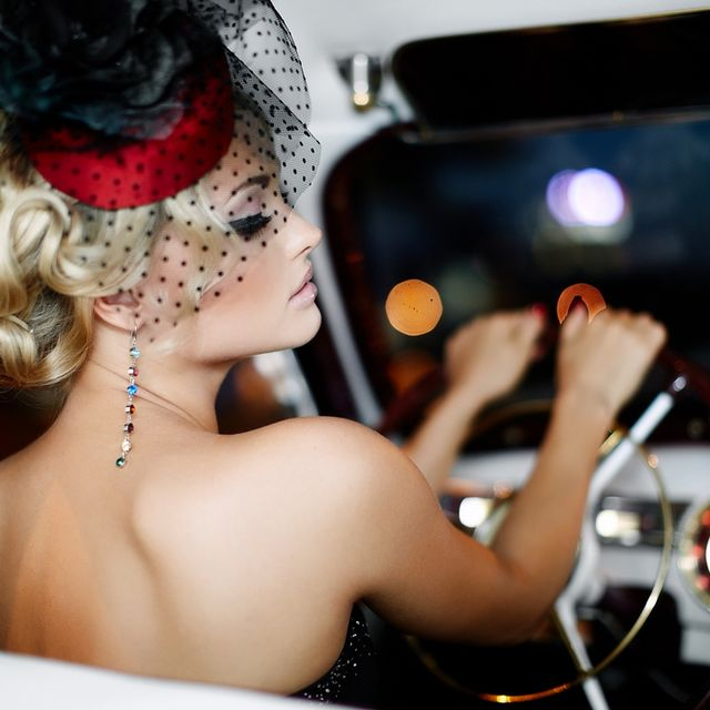 Steering part, Headgear, Hair accessory, Steering wheel, Costume accessory, Eyelash, Windshield, Headpiece, Body jewelry, Automotive mirror,