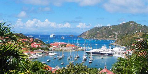 Body of water, Boat, Watercraft, Water, Marina, Harbor, Coastal and oceanic landforms, Coast, Dock, Ocean,