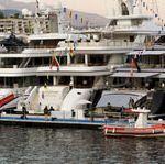 Mode of transport, Transport, Photograph, White, Waterway, Boat, Naval architecture, Watercraft, Atmospheric phenomenon, Liquid,