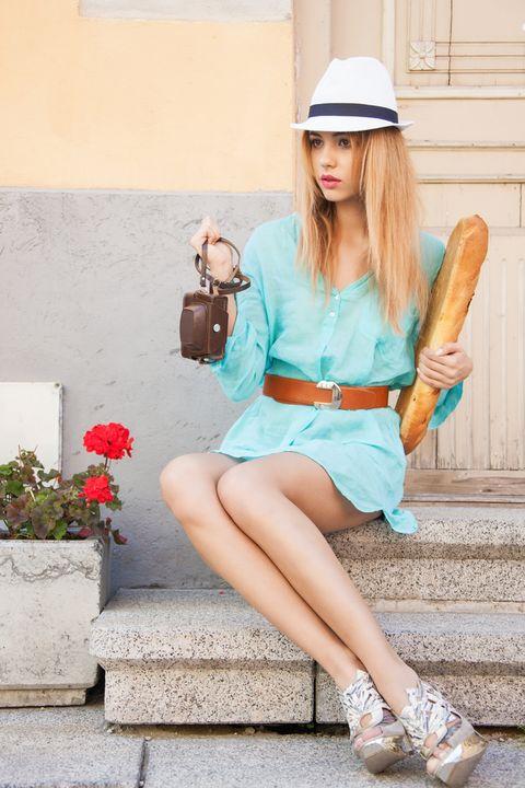 Clothing, Human leg, Style, Fashion accessory, Bag, Street fashion, Knee, Tan, Thigh, Waist,