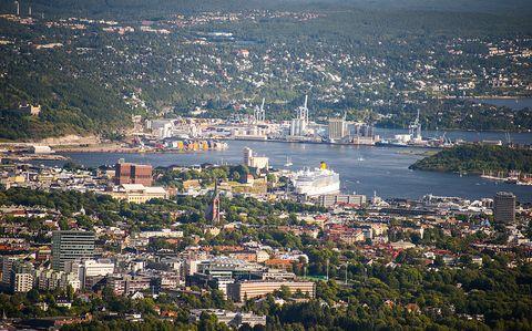 City, Neighbourhood, Residential area, Metropolitan area, Aerial photography, Urban area, Bird's-eye view, Watercraft, House, Suburb,