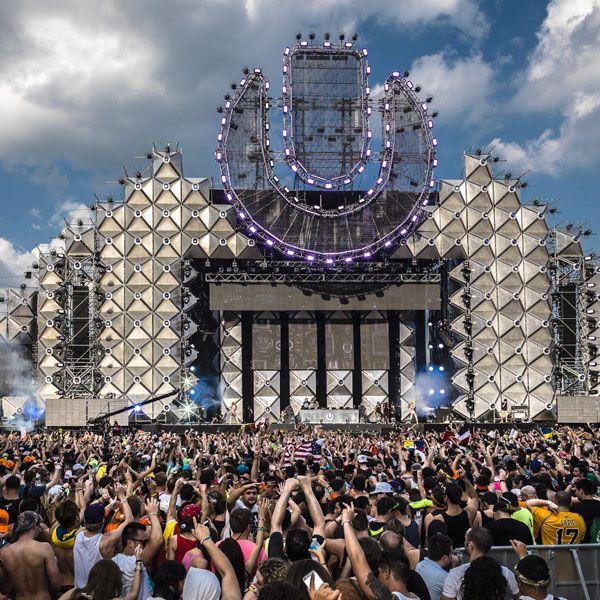 Crowd, People, Audience, Stage, Public event, Concert, Tradition, Fan, Festival, Rock concert,