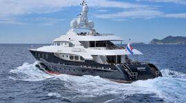 Mode of transport, Watercraft, Water, Boat, Photograph, Waterway, Naval architecture, Horizon, Luxury yacht, Liquid,