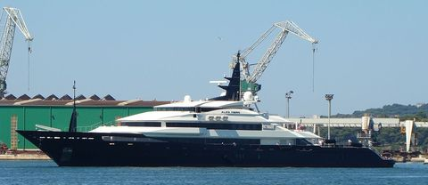 Waterway, Watercraft, Crane, Naval architecture, Boat, Luxury yacht, Yacht, Ship, Machine, Construction equipment,