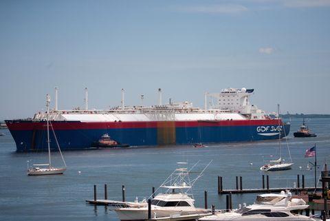 Mode of transport, Transport, Watercraft, Liquid, Boat, Fluid, Water, Waterway, Naval architecture, Ship,