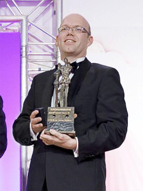 Award, Award ceremony, Businessperson, White-collar worker,