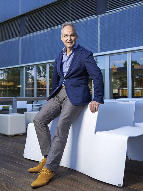 Blue, Suit, Fashion, Cobalt blue, Footwear, Electric blue, White-collar worker, Formal wear, Blazer, Businessperson,