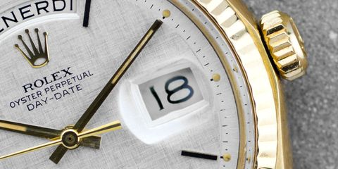 Analog watch, Watch, Watch accessory, Fashion accessory, Metal, Material property, Brand, Quartz clock, Clock, Number,