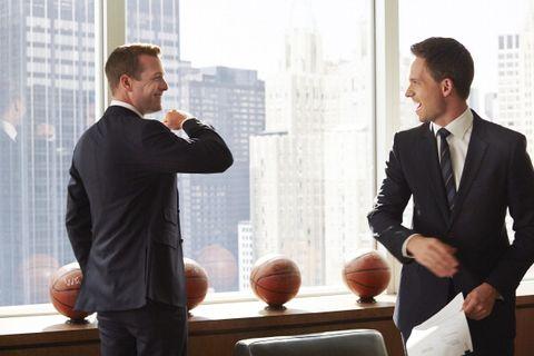 White-collar worker, Conversation, Suit, Businessperson, Business, Gesture, Formal wear, Job, Management, Room,