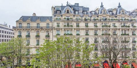Building, Architecture, Landmark, Property, Stately home, Château, Facade, Mansion, Tree, City,