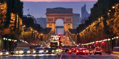 Architecture, Automotive lighting, Landmark, Arch, Dusk, Metropolitan area, Metropolis, Thoroughfare, Traffic, Evening,