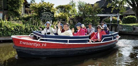 Water transportation, Vehicle, Boat, Waterway, Boating, Speedboat, Watercraft, York boat, Recreation, Leisure,