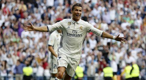 Player, Football player, Soccer player, Fan, Championship, Team sport, Sports, Sports equipment, Tournament, International rules football,
