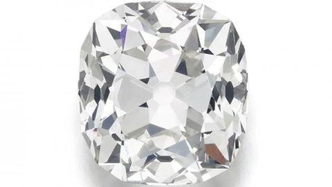 Diamond, Gemstone, Fashion accessory, Jewellery, Crystal, Symmetry, Silver, Engagement ring,