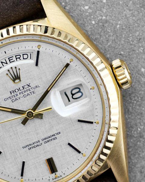 Watch, Analog watch, Watch accessory, Fashion accessory, Jewellery, Gold, Strap, Brand, Font, Metal,