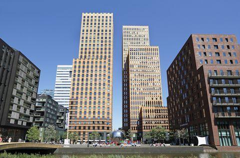 Building, Metropolitan area, Tower block, Condominium, City, Skyscraper, Urban area, Daytime, Human settlement, Neighbourhood,