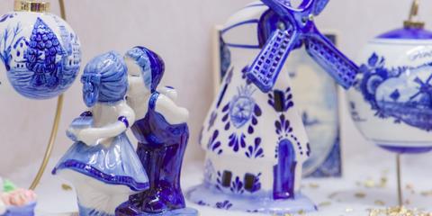 Blue and white porcelain, Porcelain, Cobalt blue, Blue, Figurine, Electric blue, Toy, Souvenir,