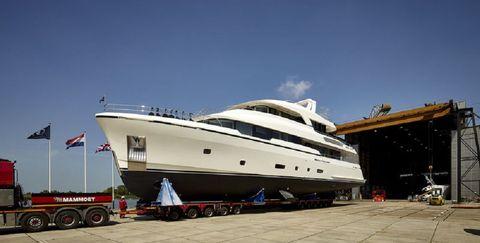 Vehicle, Water transportation, Yacht, Boat, Luxury yacht, Motor ship, Ship, Naval architecture, Transport, Watercraft,