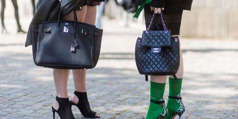 Street fashion, Green, Footwear, Handbag, Fashion, Bag, Leg, Fashion accessory, Joint, Shoe,