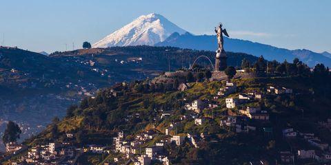 Mountainous landforms, Mountain, Landmark, Sky, Hill station, Hill, Tourism, Mountain range, Ridge, Urban area,