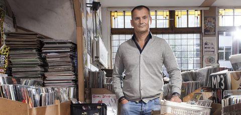 Window, Denim, Jeans, Textile, Dress shirt, Pocket, Sweater, Box, Light fixture, Belt,