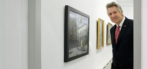 Human, Dress shirt, Collar, Tie, Formal wear, Picture frame, Exhibition, Art gallery, Art exhibition, Interior design,