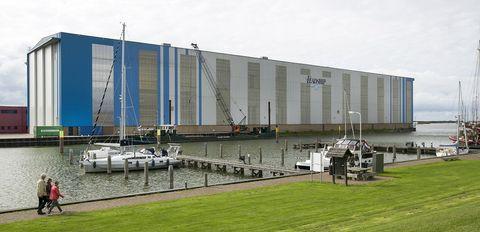 Architecture, Marina, Vehicle, Dock, Building, Boat, Nonbuilding structure, City,